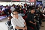 Penumpang maskapai penerbangan Lion Air menunggu pesawat di ruang tunggu Bandara Soekarno-Hatta Jakarta, Cengkareng, Tangerang, Banten, belum lama ini.Direktur Utama PT Lion Air digugat atas perbuatan melawan hukum oleh salah seorang penumpangnya, Hari Sunaryadi, karena tidak diberangkatkan sesuai jadwal. (Rahmatullah/JIBI/Bisnis)
