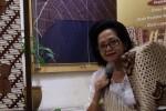 Salah seorang anggota keluarga Keraton Ngajogjakarta Hadiningrat, G.B.R. Ay. Murywati Darmokomusumo menjadi pembicara dalam Diskusi Sejarah dan Makna Batik yang diselenggarakan Sahabat Kain di Museum Tekstil, Jl. Aipda K.S. Tubun, Jakarta, Sabtu (11/10/2014). Batik memiliki ratusan motif yang makna dan penggunaannya berbeda-beda. (JIBI/Solopos/Antara/Fiqih Arfani)