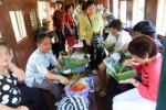 Peserta Pesta Paduan Suara Gerejawi (Pesparwi) 2014, Kamis (9/10/2014), menyempatkan diri menikmati perjalanan wisata dengan Kereta Api Uap Jaladara di tengah kesibukan mereka bersiap diri menghadapi kompetisi paduan suara gereja itu. Perjalanan wisata tersebut dilakukan dengan mengunjungi objek-objek daya tarik wisata Solo di sepanjang jalur besi yang membelah Kota Solo, seperti Museum Batik Danar Hadi, dan Kampung Batik Kauman. (Sunaryo Haryo Bayu/JIBI/Solopos)