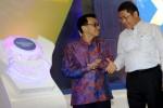 Menteri Komunikasi dan Informatika Rudiantara (kanan) berbincang dengan Direktur Utama PT XL Axiata Tbk. Hasnul Suhaimi di sela-sela uji coba jaringan mobile 4G LTE di Kota Kasablanka, Jakarta, Selasa (28/10/2014). Nilai investasi untuk trial teknologi terbaru komunikasi tersebut merupakan bagian dari keseluruhan nilai investasi XL di tahun ini yang mencapai Rp7 triliun. (Dwi Prasetya/JIBI/Bisnis)