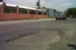 Salah satu lubang di Jl. Pakis-Daleman, Desa Bentangan, Kecamatan Wonosari, Klaten. Minggu (19/10/2014). Menurut Warga, jalan tersebut baru di perbaiki sekitar tiga bulan yang lalu. (Irsyam Faiz/JIBI/Solopos)