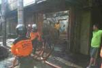 Kebakaran di Jl Veteran Solo, Minggu (26/10/2014) subuh tadi. (Istimewa)