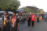 Sejumlah warga mengusung pusaka bekas Keraton Pajang saat kirab pusaka memperingati 1 Muharam pada Jumat (24/10/2014). (Iskandar/JIBI/Solopos)
