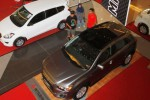 Pengunjung melihat mobil yang ditampilkan saat 11th Most Auto Show di Atrium Solo Square Mall, Solo, Jawa Tengah, Rabu (22/10/2014). Pameran otomotif yang digelar Masyarakat Otomotif Surakarta (Most) itu digelar hingga Minggu (2/11/2014). Pameran tersebut diikuti 10 agen tunggal pemegang merek (ATPM) yang memiliki perwakilan Soloraya. (Ardiansyah Indra Kumala/JIBI/Solopos)