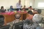 Sejumlah pedagang Pasar Ir. Soekarno, Sukoharjo, menggelar pertemuan di Kantor Dinas Perindustrian dan Perdagangan (Disperindag) Sukoharjo, Sabtu (18/10/2014). (Iskandar/JIBI/Solopos)