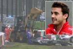 Pembalap Jules Bianchi (insert) dan mobil f1 nya yang ringsek mengalami kecelakaan. Ist/mirror.co.uk