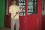 Adipati Kesultanan Pajang, KRA Suradi Joyonegoro memeriksa salah satu pusaka di tempat penyimpanan pusaka, Kamis (23/10/2014). (Iskandar/JIBI/Solopos)