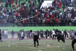 Rusuh penonton saat laga Persis Solo Vs Martapura FC di Stadion Manahan, Solo, Rabu (22/10/2014). (Ardiansyah Indra Kumala/JIBI/Solopos)