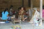 Pekerja di Sembung Batik sedang membatik. (Harian Jogja/Switzy Sabandar)