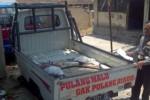 Kanitlaka Satlantas Polres Boyolali Aiptu Widodo menunjukan Mitsubishi Colt T120SS yang rusak akibat kecelakaan di ruas Jl. Solo-Semarang, Selasa (21/10/2014) pukul 05.45 WIB. Dalam kecelakaan yang meliibatkan dua kendaraan tersebut, enam orang luka-luka. (Irawan Sapto Adhi/JIBI/Solopos)