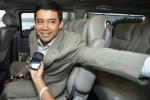 Ketua DPP Partai Hanura Yuddy Chrisnandi menaiki kendaraan yang disediakan Paspampres seusai menghadap Presiden Joko Widodo di Istana Merdeka, Jakarta, Selasa (21/10/2014).(JIBI/Solopos/Antara/Widodo S. Jusuf)