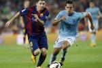 Pemain Barca Lionel Messi (ki) berebut bola lawan pemain Eibar Dani Garcia. JIBI/Rtr/Albert Gea