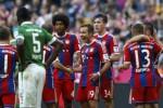Pemain Bayern Mario Goetze (4dr Ka) berselebrasi seusai bikin gol ke gawang Bremen. JIBI/Rtr/Michael