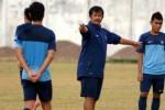 Pelatih Timnas U-19 Indra Sjafri sedang memberi pengarahan kepada anak didiknya. JIBI/Antara/Dok