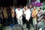 Presiden terpilih, Joko Widodo, dan Prabowo Subianto berbicara dalam jumpa pers seusai melakukan pertemuan di Rumah Kertanegara, Jakarta, Jumat (17/10/2014). (Akhirul Anwar/JIBI/Bisnis)