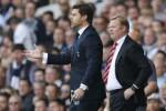 Pelatih Southampton Ronald Koeman bersama pelatih Hotspurs Mauricio Pochettino. JIBI/Rtr/Suzanne Plunket