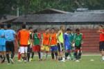 Para pemain Persis Solo dalam sebuah latihan dipimpin pelatih. JIBI/Solopos/Dok