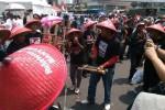 Warga Memainkan Musik Tradisional untuk merayakan pelantikan presiden-wakil presiden, Jokowi-JK, Senin (20/10/2014). (Veronika Yasinta/JIBI/Bisnis)