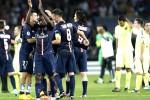 Pemain Paris St Germain Blaise Matuidi (Ki) merayakan kemenangan bersama kawan-kawannya setelah mengalahkan Barcelona 3-2 pada laga Champions League Group F. JIBI/Reuters/Philippe Wojazer