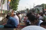 Salat Id di depan Makodim 0728/Wonogiri, Sabtu (4/10/2014). (Triyanto Heri S/JIBI/Solopos)