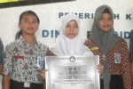Dewi Setyorini, Cici Wulansari, dan Rika Yuliana. siswi SMPN 3 Jatiyoso, karanganyar, yang sukses menjadi juara dalam Lomba Penelitian Ilmiah Remaja tingkat nasional. (JIBI/SOLOPOS/Bayu Jatmiko Adi)