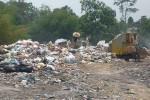 Beberapa orang tampak sedang memilah sampah di TPS liar, Dusun Sambilegi Lor, Maguwoharjo, Sleman. (JIBI/Harian Jogja/Rima Sekarani)
