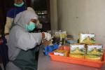 Petugas mengemas teh Suroloyo beragam ukuran belum lama ini. (JIBI/Harian Jogja/Switzy Sabandar)