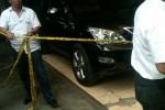 Petugas kepolisian melakukan olah TKP di sekitar lokasi penembakan mobil milik tokoh Amien Rais, Kamis (6/11/2014). (JIBI/Harian Jogja/Sunartono)