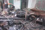 Rumah yang ditempati Surahmat, 50, di RT 01 RW 22, Murangan 7 Triharjo, Sleman ludes terbakar Kamis (20/11) pagi. Kebakaran itu menimbulkan satu korban jiwa karena tidak dapat menyelamatkan diri. (JIBI/Harian Jogja/Sunartono)