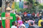 JIBI/Harian Jogja/Desi Suryanto  Kelompok musisi jazz Danny Eriawan Project tampil menghibur penonton dalam Ngayogjazz 2014 yang digelar di Desa Wisata Brayut, Pendowoharjo, Sleman, DI. Yogyakarta, Sabtu (22/11/2014). Meski sempat diguyur hujan, tak menyurutkan minat para pecinta musik jazz untuk datang dan menikmati musik jazz. Bilamana hujan, penonton diharapkan tidak menggunakan payung saat menonton konser, lebih disarankan mengenakan jas hujan atau ponco agar tidak meutupi padangan penonton dibelakangnya.