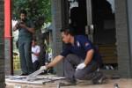 Aparat Polresta Solo melakukan olah tempat kejadian perkara di Sekretariat BMI pascapenyerangan, Senin (17/11/2014). (Sunaryo Haryo Bayu/JIBI/Solopos)
