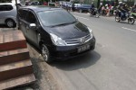 FOTO BATIK SOLO TRANS : Duh, Mobil di Solo Dibiarkan Tutup Akses BST!