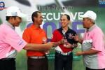 Wakil Pemimpin Umum PT Jurnalindo Aksara Grafika, penerbit Harian Bisnis Indonesia, Ahmad Djauhar (kanan), dengan didampingi Pemimpin Redaksi Harian Bisnis Indonesia Arief Budisusilo berbincang dengan pemenang Best Nett Overall Tri W. (kedua dari kiri), dan pemenang Best Gross Overall Jacob, pada ajang Bisnis Indonesia Executive Golf Turnament 2014 di Sentul Higlands Golf Club, Bogor, Jawa Barat, Sabtu (22/11/2014). (Dwi Prasetya/JIBI/Bisnis)