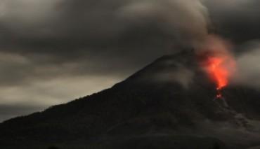 """Erupsi 9 Kali dalam 2 Hari, Status Gunung Sinabung """"Awas"""""""