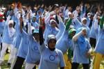 Ratusan warga bersama-sama melakukan senam diabetes di Balai Kota Solo, Jawa Tengah, Minggu (16/11/2014). Senam massal yang digelar sebagai bagian dari peringatan Hari Diabetes Dunia tersebut diikuti oleh klub-klub senam diabetes di Soloraya. (Septian Ade Mahendra/JIBI/Solopos)