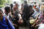 FOTO KENAIKAN HARGA BBM : Calon Penumpang Telantar Diangkut Truk