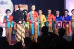 Sepuluh pasang grand finalis Mas dan Mbak menjawap pertanyaan yang diajukan dewan juri dalam malam puncak Grand Final Pemilihan Mas dan Mbak Jateng 2014 di Wisma Boga Solo Baru, Sabtu (22/11/2014) malam. Pemilihan duta wisata Jawa Tengah tersebut diikuti 35 pasang Mas dan Mbak dari seluruh kota dan kabupaten di Jawa Tengah. (Sunaryo Haryo Bayu/JIBI/Solopos)