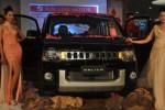Seorang sales promotion girl (SPG) berpose di samping produk mobil terbaru Mitsubishi, Delica, di Solo Paragon Lifestyle Mall, Sabtu (15/11/2014) malam. Kendaraan high MPV tersebut dibanderol dengan label harga Rp418 juta on the road. (Asiska Riviyastuti/JIBI/Solopos)