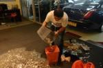 Ong membayar denda dengan uang receh (Straits Time)