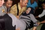 Rini Iriani pingsan di sidang kasus GLA Karanganyang, Pengadilan Tipikor Semarang, Selasa (11/11/2014). (Insetyonoto/JIBI/Solopos)