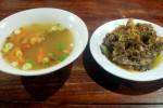 Sup Buntut Lombok Ijo Ibu Samino (Farid Syafrodhi/JIBI/Solopos)