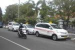 Sejumlah armada Wahyu Taksi mangkal di Rumah Sakit Umum Daerah Sukoharjo, Jumat (28/11/2014). (Iskandar/JIBI/Solopos)