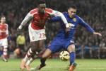 Pemain Man United Chris Smalling (Ka) duel lawan pemain Arsenal Danny Welbeck. JIBI/Rtr/Toby Melvill