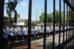 Guru di Boyolali melaksanakan upacara peringatan Hari Guru Nasional dan HUT ke-69 Persatuan Guru Republik Indonesia (PGRI) di Kompleks Rumah Dinas Bupati Boyolali, Selasa (25/11/2014). (Irawan Sapto Adhi/JIBI/Solopos)