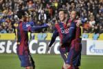 Bintang Barcelona Lionel Messi (Tengah) merayakan golnya bersama rekan-rekannya seusai mengalahkan APOEL FC sekaligus memecahkan rekor pencipta gol terbanyak sepanjang sejarah Liga Champions, JIBI/Reuters/Andreas Manolis