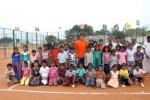 Rafael Nadal (kaus oranye) berfoto bersam anak didiknya. Ist/ndtv.com