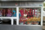 Onde-onde dan molen yang dijajakan Lia di Pasar Beringharjo. (HarianJogja/ Nailatus Sukriya)