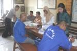 Dua tahanan Polres Klaten mengikuti pemeriksaan HIV/AIDS di Mapolres Klaten, Selasa (4/11/2014).  (Istimewa)