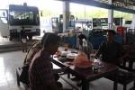 Sopir menunggu penumpang di Terminal Dhaksinarga, Selang, Wonosari, Selasa (9/1/2014). (JIBI/Harian Jogja/Kusnul Isti Qomah)