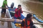 Tim dari BPPT tengah bersiap untuk memasang alat pembaca gelombang. (JIBI/Harian Jogja/dok. SAR Satlinmas Wilayah II Gunungkidul).